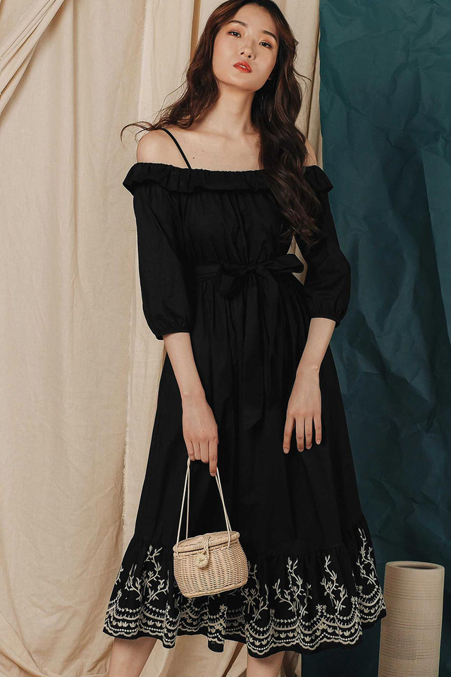 KYDEN EMBROIDERY MAXI IN BLACK