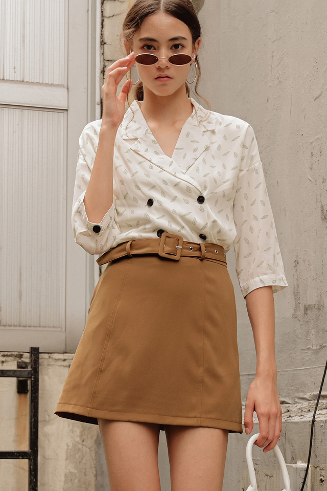 TATE BELTED SKIRT IN CARAMEL