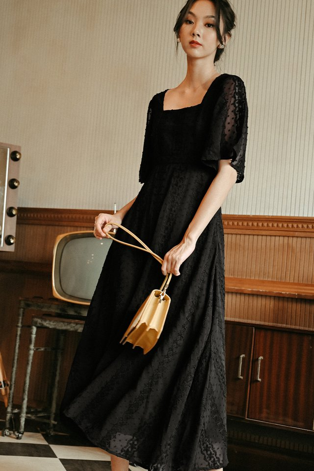 CARVELL MAXI IN BLACK