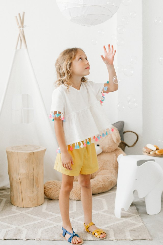 *KIDS* BOW SHORTS IN YELLOW