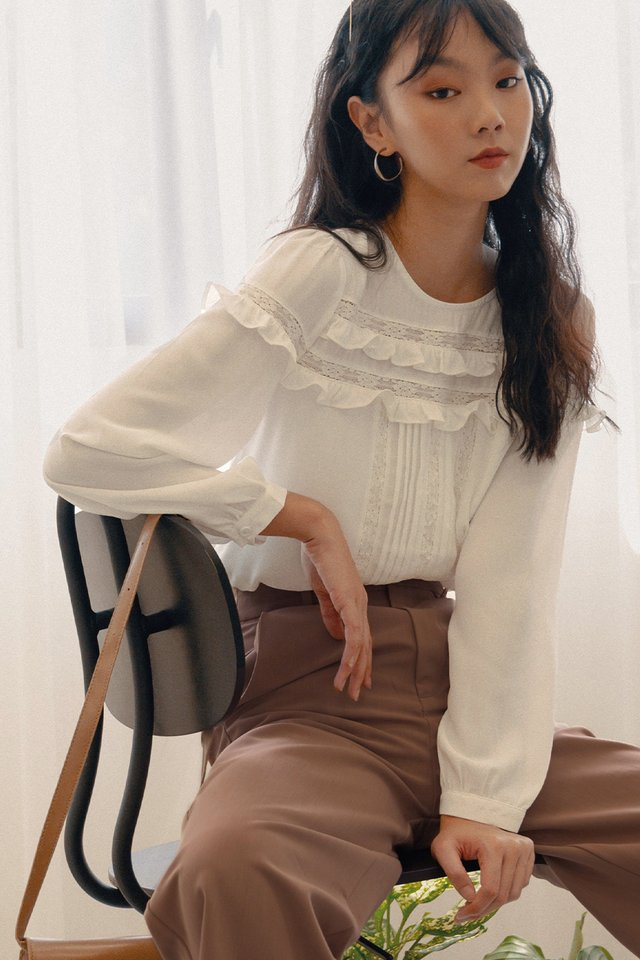 LILLA TOP IN WHITE