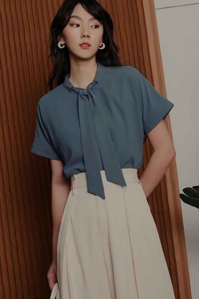 ANDERS TIE TOP IN DUSK BLUE
