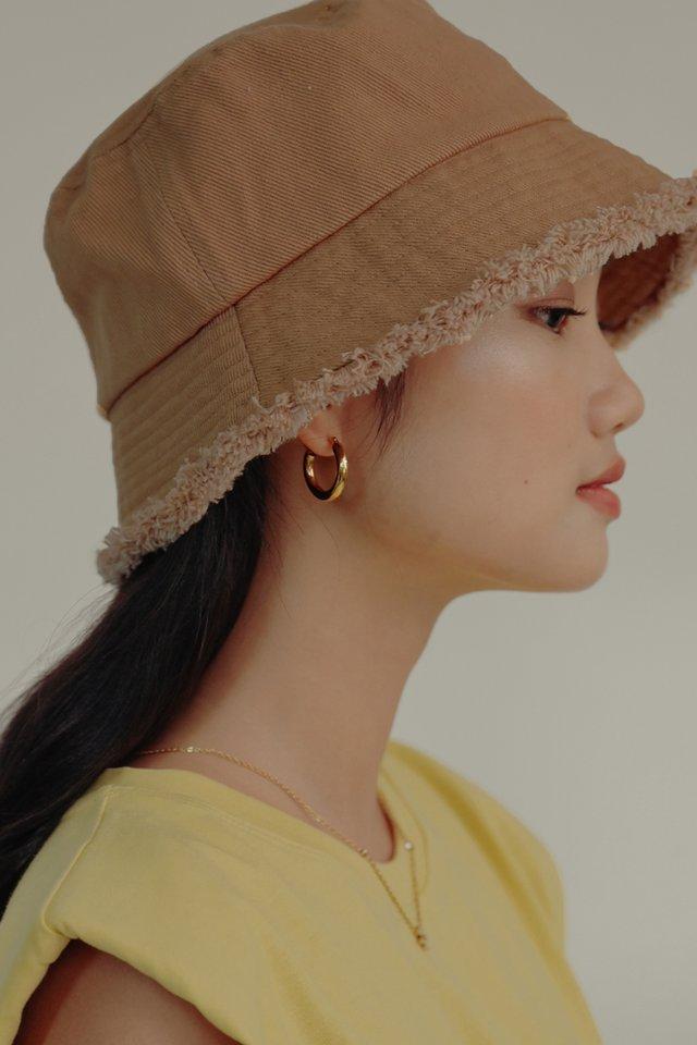 DENIM BUCKET HAT IN CAMEL
