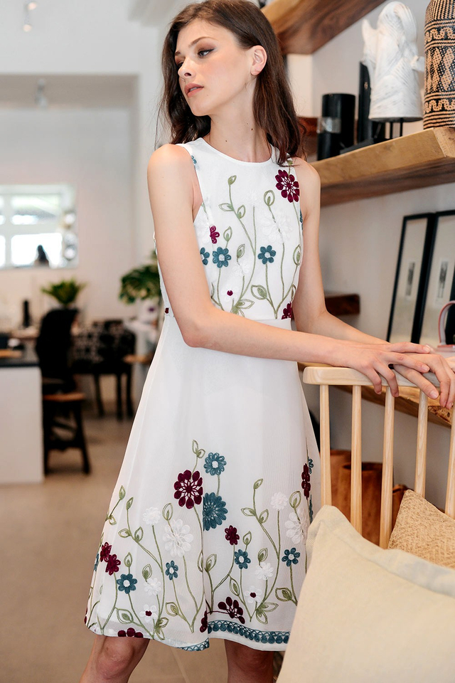 OREGON EMBROIDERY DRESS IN WHITE