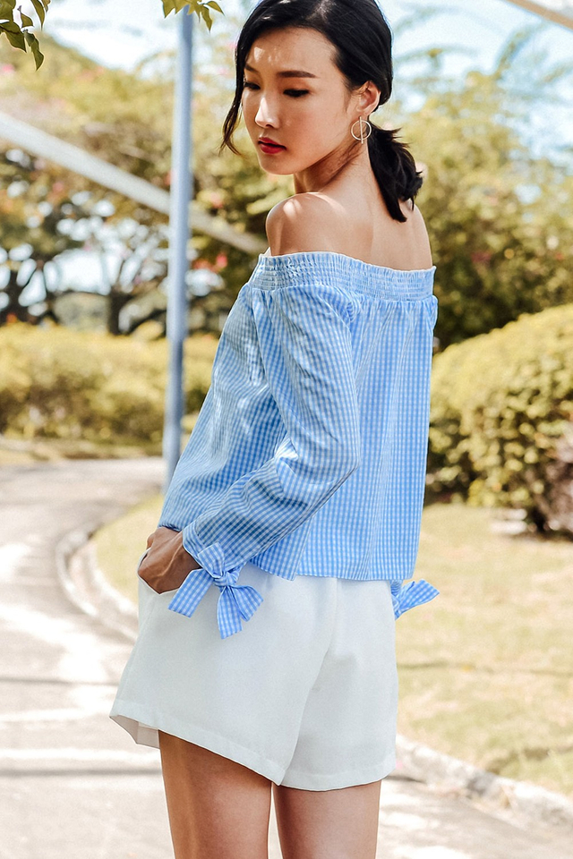 ZIA GINGHAM OFF SHOULDER TOP IN BLUE