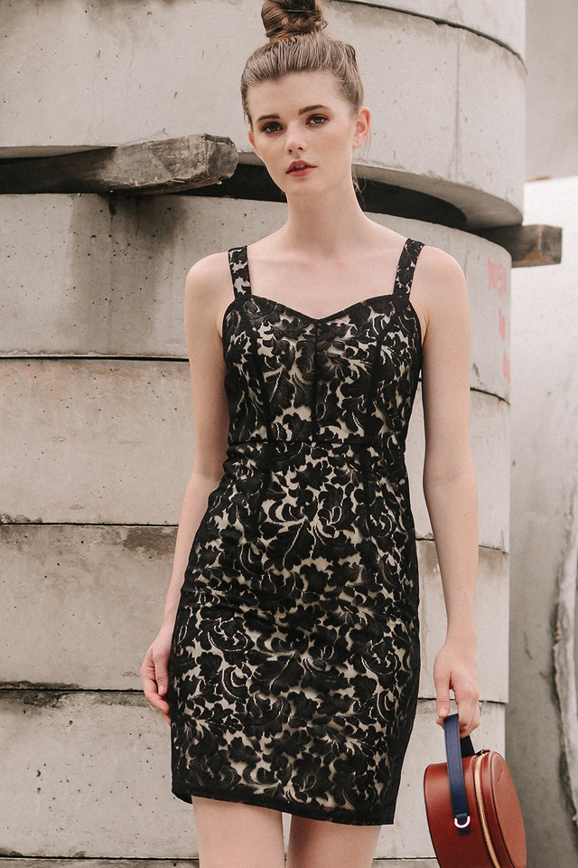 MARCHE LACE DRESS IN BLACK