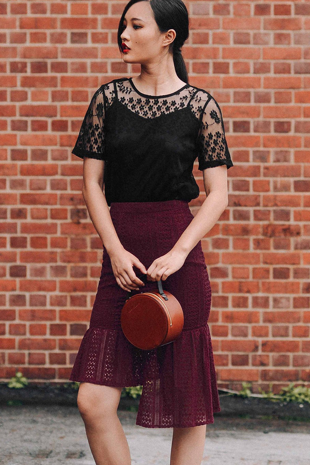 SAAB LACE SKIRT IN WINE