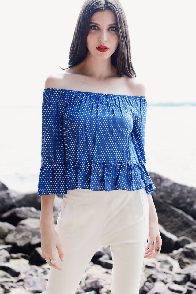 *BRIDGE* Relaxed Off Shoulder Top in Polka Dots Blue