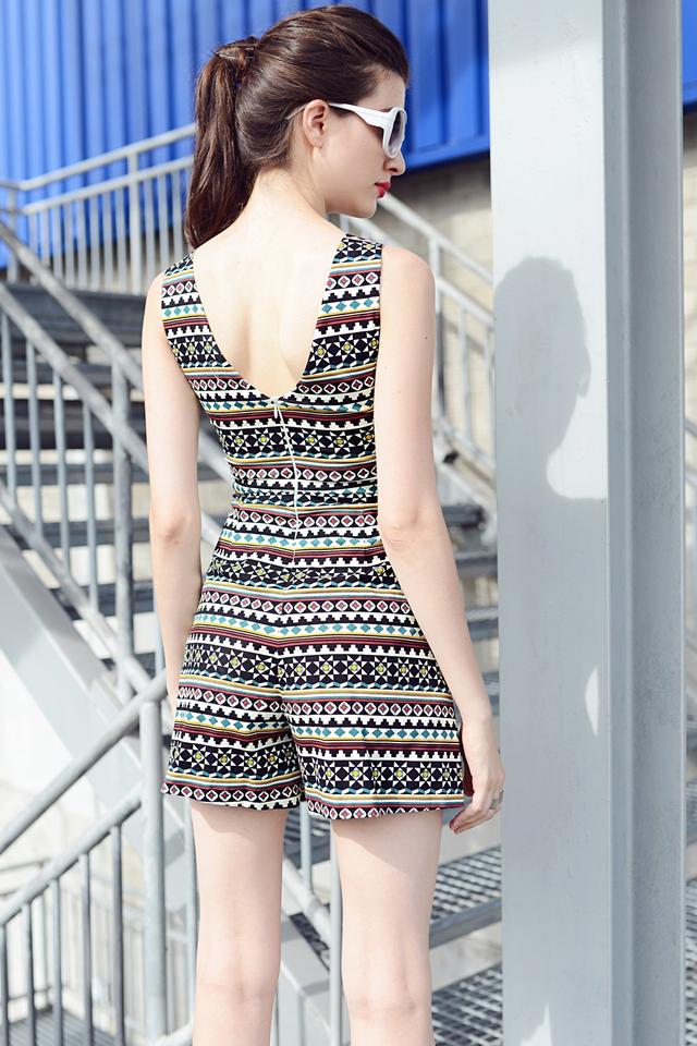 *PREMIUM**BRIDGE* V Back Dress Playsuit in Aztec