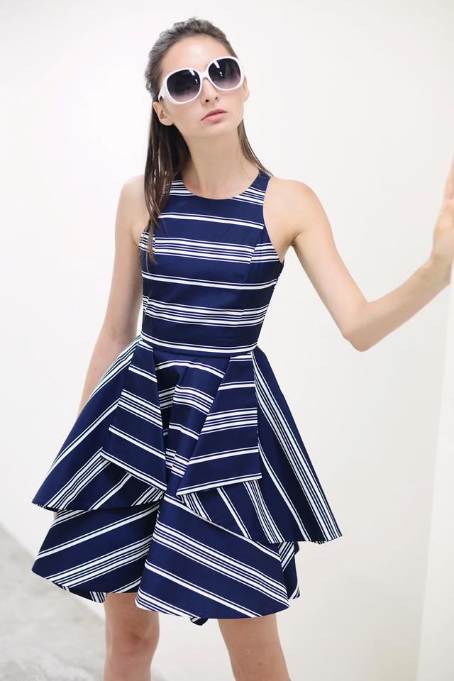 *PREMIUM**BRIDGE* Origami Fold Dress in Stripes Navy